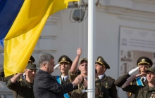 """""""Корчит, как чертей от ладана"""", - Порошенко рассказал о реакции российских оккупантов на флаг Украины"""