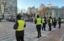 В центр Киева стягивают полицию и Нацгвардию, кинологи и  взрывотехники готовятся к защите населения