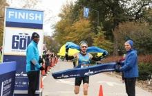 Украинец совершил невозможное: бегун Дмитрий Молчанов триумфально выиграл ультрамарафон в Америке, пробежав 60 км в Центропарке Нью-Йорка
