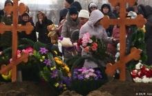 """В Кемерово начали хоронить погибших при пожаре в торговом центре """"Зимняя вишня"""". Представители власти на траурные церемонии не пришли"""