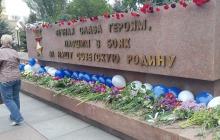 """""""Прекратите пиариться на войне"""", - в Николаеве за 10 секунд снесли агитпалатку """"За Життя"""" – яркие кадры"""