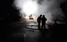 Лесовоз раздавил одну машину, вторая выгорела дотла: в трагичном ДТП возле Ровно погибло два человека - кадры