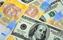 """Доллар """"пробил"""" новый минимум: падение курса в Украине продолжается"""