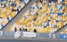 """Ультрас """"Динамо"""" прямо во время матча на """"Олимпийском"""" показали, как """"любят"""" """"112 канал"""" и NewsOne - видео"""