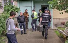 В Киеве изможденная 2-летняя девочка найдена рядом с двумя трупами взрослых: фото резонансного ЧП