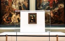 """С """"Моной Лизой"""" впервые в Лувре произошло невероятное: от увиденного среди туристов хаос и паника - фото"""