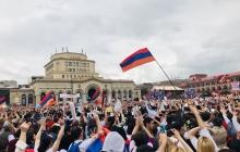 Радостные крики и тысячи людей: что творится в Армении после избрания Пашиняна премьером - кадры