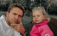 Певец Влад Соколовский подверг опасности здоровье 2-летней дочери, детали
