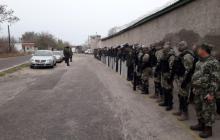 ЧП в Николаеве: во время обысков в следственном изоляторе заключенные напали на охранников – кадры