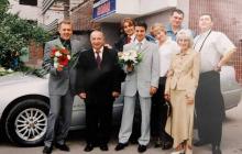 """Зеленский показал старое фото с """"95-м кварталом"""" из семейного архива - соцсети под впечатлением"""