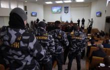 """На сессию облсовета в Николаеве ворвались активисты """"Национальных дружин"""" - кадры, подробности"""