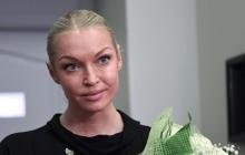 Провокационный шпагат в оранжевом купальнике: скандальная Волочкова выложила в Сеть пикантный снимок с отдыха - фото