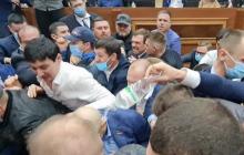 """В Одессе депутаты облсовета под крики """"Янукович!"""" и """"Юле волю"""" устроили драку: поломана техника, есть раненая"""