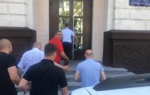 """В Молдове задержан """"враг"""" Додона Усатый: под прокуратурой начинается бунт, срочно стягивают силовиков"""