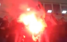"""В Одессе фанаты """"Шахтера"""" с Донбасса публично сожгли флаг России: видео сильно разозлило россиян"""