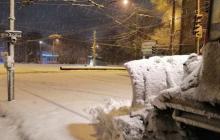 Украину завалило снегом: люди утопали в сугробах, а спасатели предупредили об ухудшении погоды