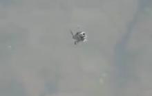 """В Италии светящиеся НЛО окружили вертолет: инопланетное преследование попало на видео и """"взорвало"""" мир"""