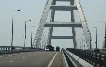 Туристов не будет: в Сеть попало видео с перевозкой военной техники в оккупированный Крым