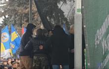 Из-за Бойко чуть не произошла драка под Верховной Радой: видео