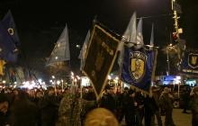 Центр Киева озарило масштабное факельное шествие: опубликованы фото сотен людей, которые пришли почтить память Героев Крут