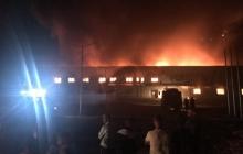 """Страшные руины и пепелище: в Сети показали, что осталось от """"Новой почты"""" в Мукачево после крупнейшего пожара"""