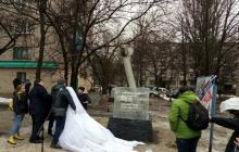 В Краматорске поднялась волна возмущения из-за решения убрать памятник погибшим от обстрела в 2015 году
