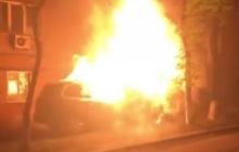 В Киеве неизвестные сожгли авто известного политолога, сторонника Порошенко, и теперь угрожают - кадры