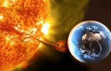 """NASA: Пятно на Солнце вдвое больше Земли """"взорвалось"""" и устроило аномалию в Азии и Индийском океане"""