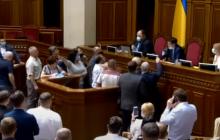 """""""Европейская солидарность"""" заблокировала трибуну в Раде из-за ключевого закона"""