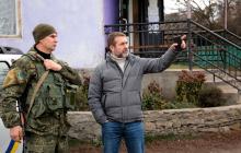 """""""Российский флаг"""" в Золотом: глава Луганской ОГА Гайдай сделал срочное заявление - кадры"""