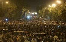 """Армения """"бурлит"""": крупнейшие города восстали по призыву внезапно ушедшего в отставку лидера Пашиняна"""