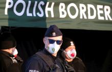 Тысячи украинцев не могут попасть домой через польскую границу, фото
