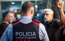 Сепаратистам Испании приказали собирать вещички: уволенных министров Каталонии с позором пустили в кабинеты, а потом выгнали прочь - El Pais
