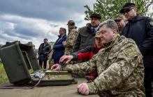 Порошенко рассказал, почему так часто ездит к бойцам на передовую