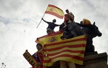 Барселону всколыхнула волна протестов против отделения от Испании. На улицы выходят сторонники единого государства.