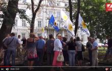 Активисты забросали помидорами сторонников Медведчука и Рабиновича во Львове: видео вызвало восторг в Сети