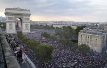 Парижское безумие: как столица Франции отметила победу своей сборной на ЧМ-2018 - впечатляющие кадры