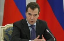 """Медведев позвал Обаму в гости: автор хита """"денег нет, но вы держитесь"""" вспомнил про """"порванную в клочья"""" экономику России"""