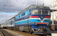 Две голые девушки с криками бегали по поезду Львов - Киев: дебоширок высадили прямо посреди ночи