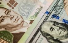 """Доллар дешевеет с каждым днем: курс валют в Украине побил новый """"рекорд"""""""