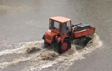 Украину захлестнули мощные ливни с градом: фото и видео из затопленных городов облетели Сеть
