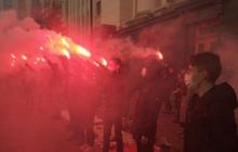 Дело Гандзюк: активисты жгут под Офисом Зеленского файеры и требуют отставки Генпрокурора Венедиктовой