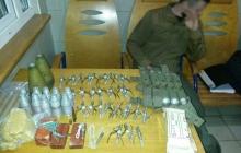 """Крупный """"улов"""": на ж/д вокзале Покровска задержали военного с огромным арсеналом взрывачатки"""