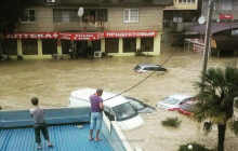 Российский курорт Сочи ушел под воду: власти срочно готовят эвакуацию людей - видео мощнейшего потопа