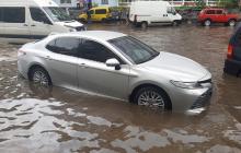 """Как Ровно """"ушло под воду"""": улицы превратились в реки, затоплены дома и больницы - фото и видео"""