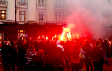 Сотни активистов пришли под ОП в защиту подозреваемых по делу Шеремета: Зеленскому огласили требования