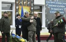 """Порошенко: """"Украина помнит подвиг добровольцев - они первыми пошли в военкомат в 2014-м и приняли бой с Россией"""""""