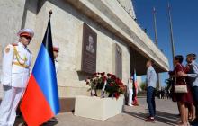 """В Донецке открыли площадь позора с именем Александра Захарченко: """"Здесь жил убийца украинского народа"""", - кадры"""