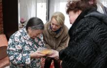 В Крыму жертвам блокады Ленинграда подарили батон и медальки завернутый в немецкую газету: детали скандала