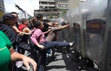 Венесуэла восстала: доведенные до отчаяния люди громят магазины, страна охвачена голодными бунтами, кадры